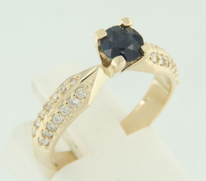 Yellow gold 14 kt ring set with brilliant cut sapphire and diamond, ring size 17 (53).