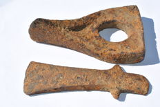 2 Scythian iron axes different forms -  14 / 13,5 cm (2)