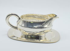 Designer sterling  silver  a set of sauce boat with tray  , international hallmarked 925
