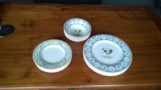 Wedgwood - Farmstead - Home plates and dishes - 17 pieces
