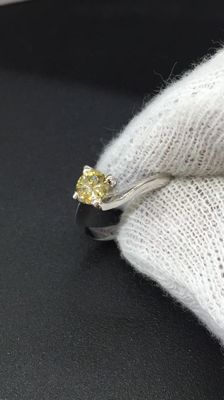 18 kt white gold solitair ring - yellow diamond 0.47 ct - size 14