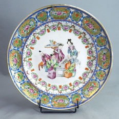 Canton porcelain plate with decoration of Go players  - China - mid 19th century