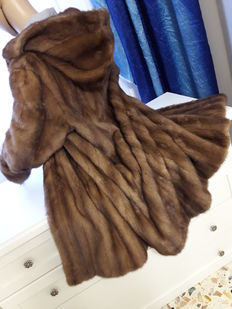 High quality mink fur coat Women's coat/jacket with hood Made in Italy.