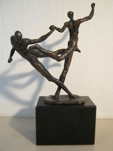 Ger van Tankeren - signed sculpture on marble base - Dynamisch Duo