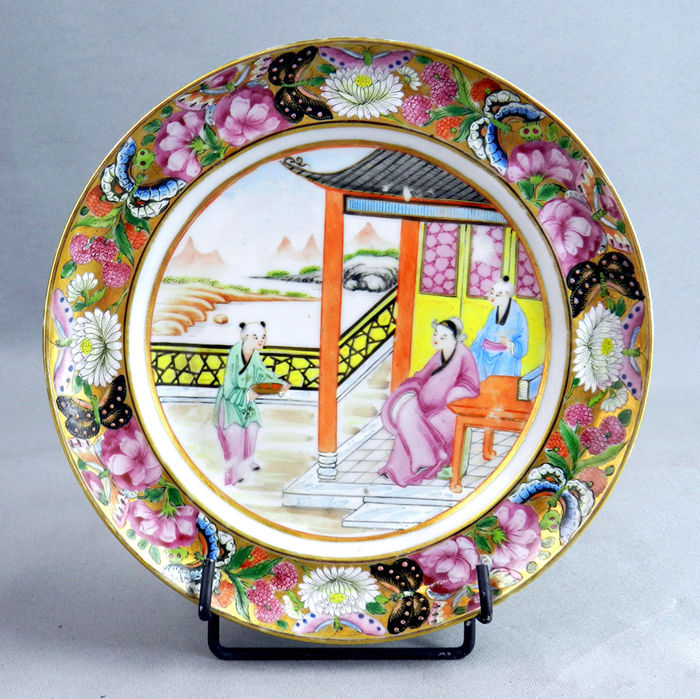 Canton porcelain plate with mandarin scene - China -  late 19th century