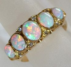 18 kt / 750 gold ring with 5 Australian full opals and 10 diamonds colour G-E - ring size 55
