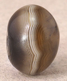 One large ancient banded agate bead