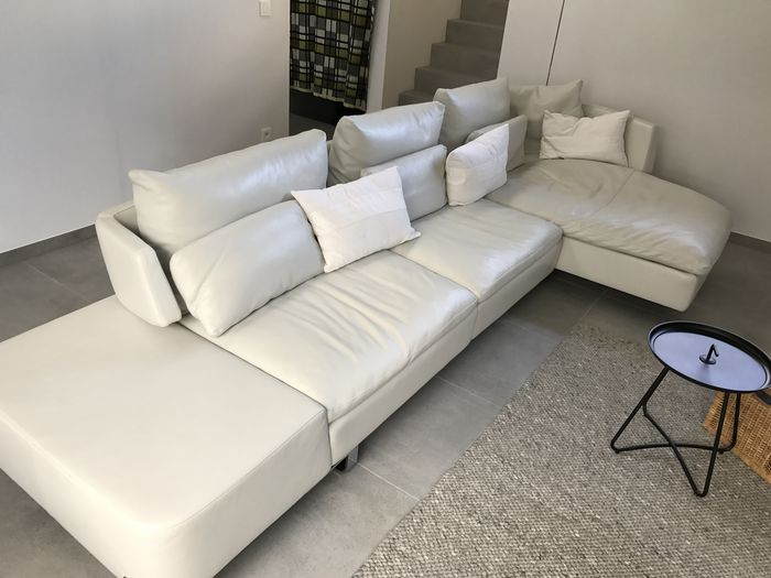Natuzzi – Opus model – white leather sofa with chaise longue - Catawiki