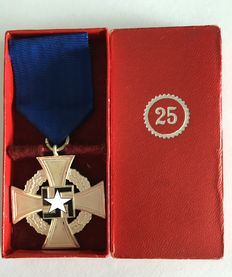 3rd Reich: Faithful Service Honour Badge 2nd Level for 25 Years 1938 in a case
