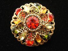 Vintage 1950s, USA, bold & glitzy gold plated circle high domed filigree Brooch
