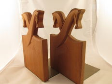 Carver unknown – Artisanal teak wood bookends with folkloric motif of stylised horse head