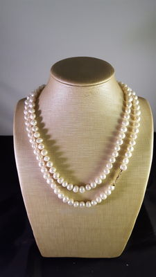 Freshwater pearls – 18 kt gold – Length: 104 cm