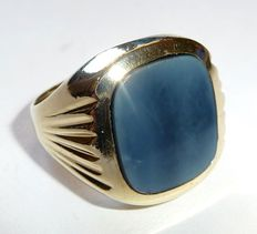 Vintag signet ring, ring made of 585 / 14 kt gold, bicoloured layered agate for coat of arms engraving.