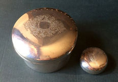 Pill boxes/face powder in antique 800 silver, marked Sheffield