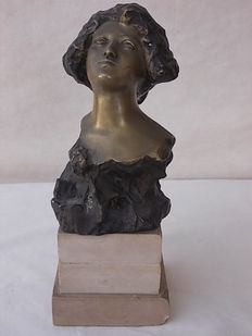 Bronze sculpture by italian sculptor Achille D' Orsi from the early 20th century