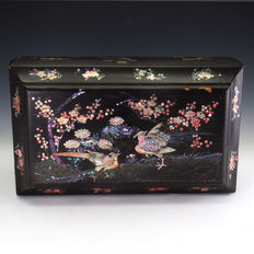 Japanese Raden black lacquered jewellery box with mother-of-pearl shell and maki-e - Japan - early 20th century