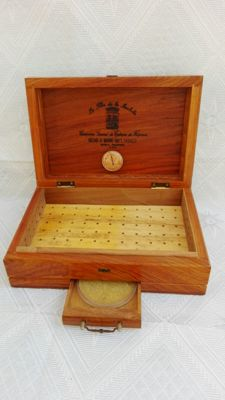 Humidifier cigar box. La flor de la Isabela. 20th century