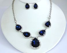 Vintage (1960s) – Bold& Glitzy Demi Parure – Teardrop Sapphire Glass Necklace and Earrings Set  – No Reserve