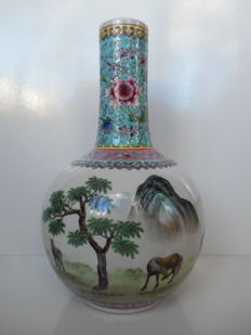 A famille rose spherical vase – China – around 1960/1970