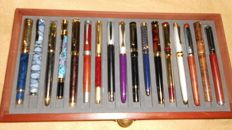 A lot of 17 fountain-pens