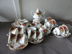 Royal Albert - very extensive tea & coffee set - Old Country Roses 46 piece