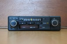 Philips 22AC680 classic AM-FM radio / cassette player - stereo - 1980