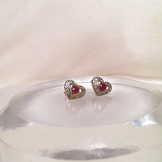 Heart-shaped 14 kt stud earrings with ruby and 4 diamonds, diameter: 0.9 cm
