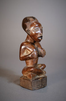 Fine Old African Tribal PHEMBA / YOMBE Maternity figure. Democratic Republic of the Congo.