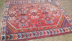 Hand-knotted Shiraz carpet – 20th century