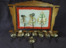 Wayang Kulit – small shadow play theatre with 11 hand-painted parchment figures – Indonesia