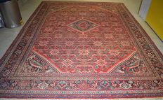 Semi-antique Persian Hosseinabad – 370 x 285 cm – first half of the 20th century