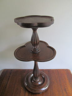 Carved wooden side table / drinks table - first half of the 20th century - England