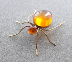 Amber brooch 24 kt in the shape of a spider from Kaliningrad approx. 1960