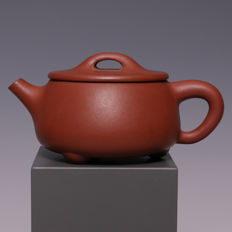 Beautiful Yixing teapot - marked - China - second half 20th century