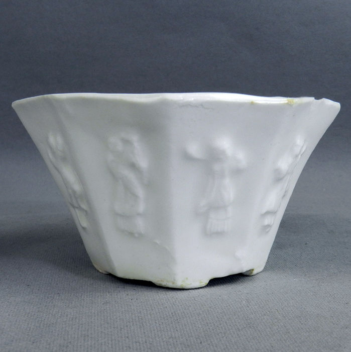 Blanc de Chine faceted octogonal Libation cup - China - KANGXI period
