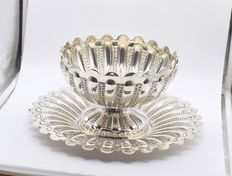 Designer sterling silver centrepiece, international hallmarked 900