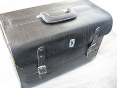 Thick saddle leather tool box from the 1970s/80s