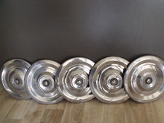 5 hubcaps for a Peugeot 204 or 304 S, SE - also suitable for coupé, convertible and break