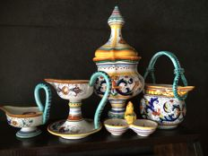 DERUTA - hand painted with a flower design, five pieces of ceramic - Italy