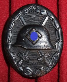 Germany Purple Heart in black WW II Magnetic.