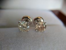 Earrings in 14 kt white gold with diamonds, 1.36 ct