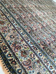 Oriental Persian rug: Genuine antique Kashan 295 x 205 cm
