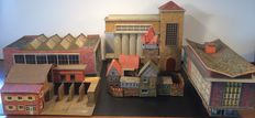 Scenery H0 - A large double locomotive shed, large factory, apartment building, castle and workshop