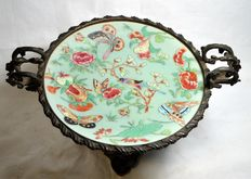 "Antique raised platter in bronze and plate in ceramic - Italian / Chinese fusion - ""Famille Rose"", ""Celedon"" - China - 19th Century"