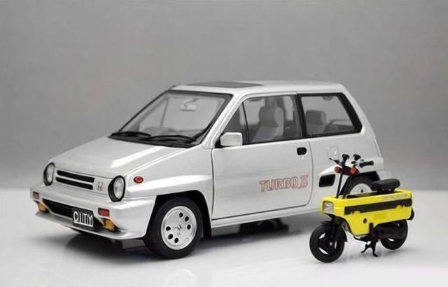 Autoart - 1:18 - Honda City Turbo II (+ Motocompo)