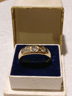18 kt gold ring, with 3 diamonds, 0.60 ct.