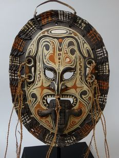 Wooden polychrome mask - Sepik - Papua New Guinea