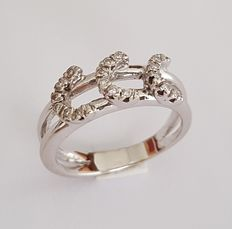 Ring with three 'C' letters in white gold with 18 brilliants