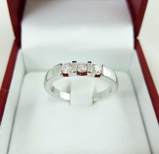 Trilogy Ring in 18 kt White gold with 0.33 ct G/VS2 Diamonds – Ring Size: 18 mm