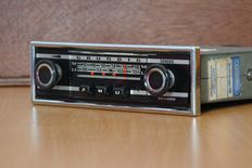 Grundig Weltklang 2000a classic German car radio from 1968 with AM (M) and FM (U)